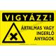 Vigyázz! Ártalmas vagy ingerlő anyagok figyelmeztető piktogram tábla