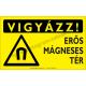 Vigyázz! Erős mágneses tér figyelmeztető piktogram tábla