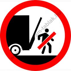 Emelőfal alatt tartózkodni tilos tiltó munkavédelmi piktogram matrica