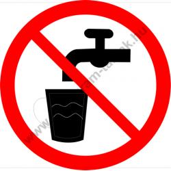 Nem ivóvíz tiltó munkavédelmi piktogram matrica