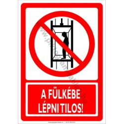 A fülkébe lépni tilos tiltó munkavédelmi piktogram tábla