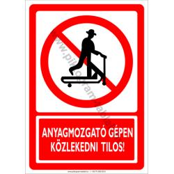 Anyagmozgató gépen közlekedni tilos tiltó munkavédelmi piktogram tábla