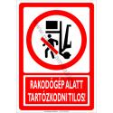 Rakodógép alatt tartózkodni tilos tiltó munkavédelmi piktogram tábla