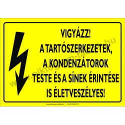 A tartószerkezetek, a kondenzátorok teste és a sínek érintése is életveszélyes villamossági piktogram tábla